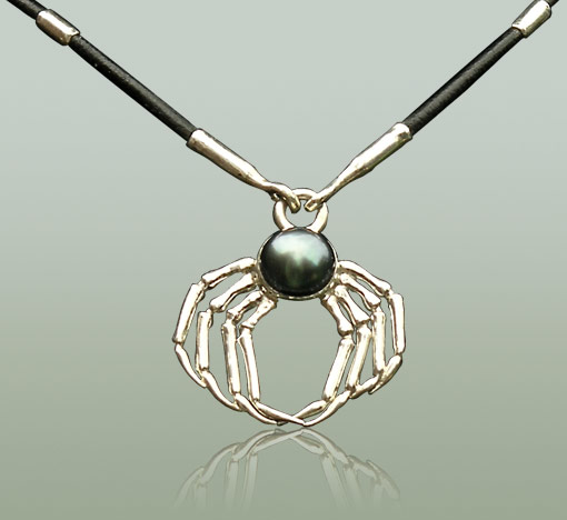 Spider necklave in silver and black pearl